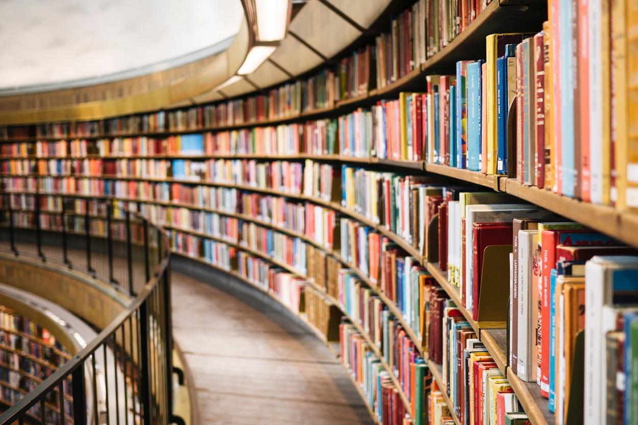 """Der Gang in die Bibliothek kann helfen, das Thema """"Gendern"""" zu verstehen."""